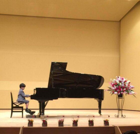男の子のピアノ発表会