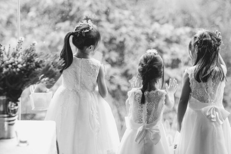 三人の女の子のドレス